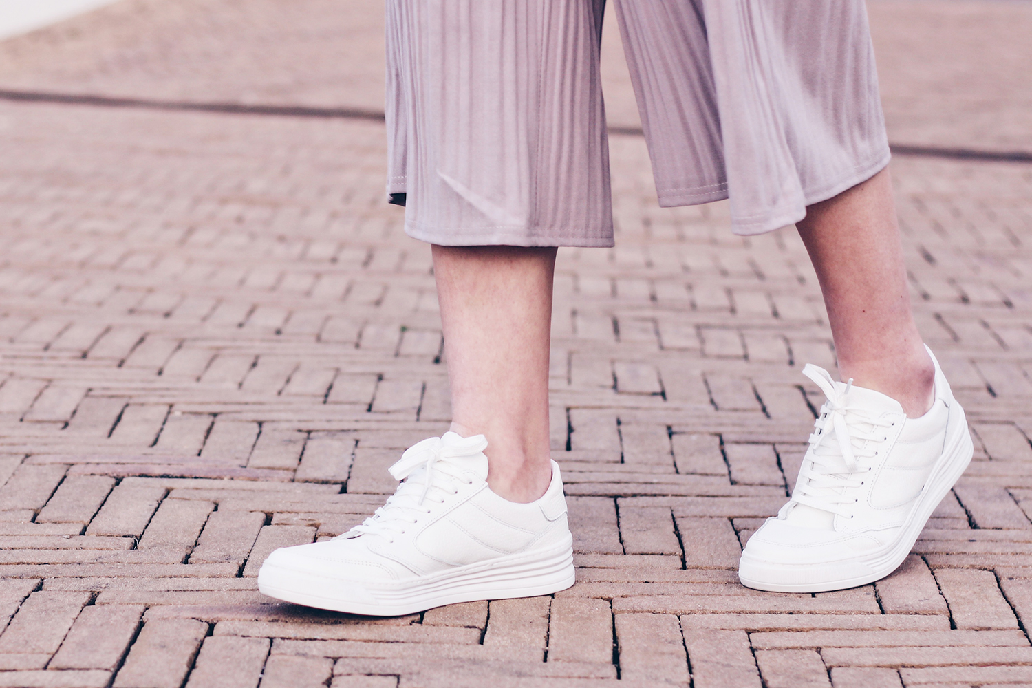 white womens walking sneakers