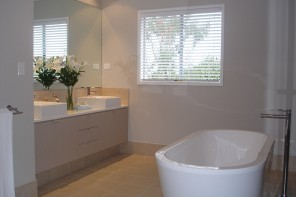 The Many Purposes Venetian Blinds Can Offer for Your Bathroom