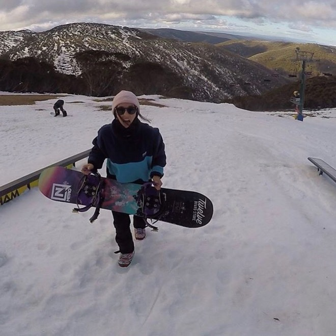 girl-with-snowboard-