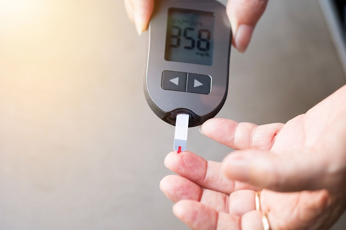 measuring sugar level with glucometer