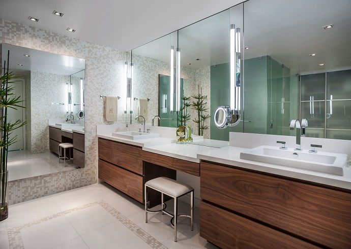 Bathroom make-up mirror