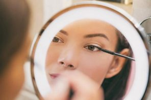 How to Choose a Makeup Mirror